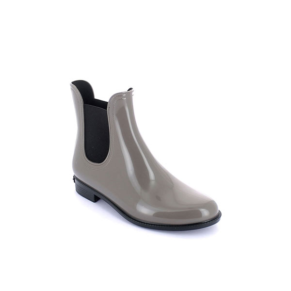 Classic chelsea rainboot in bright pvc