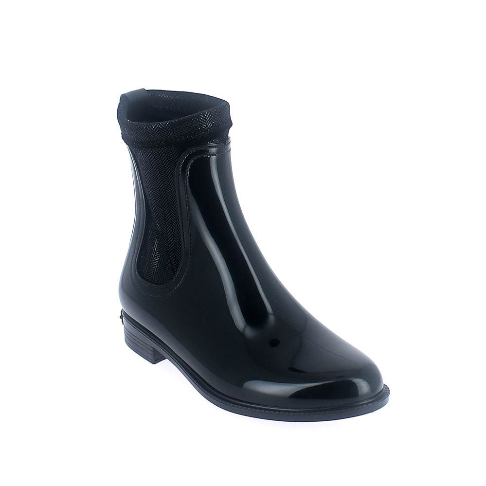 Chelsea boot in black pvc with stretch twill velvet lining