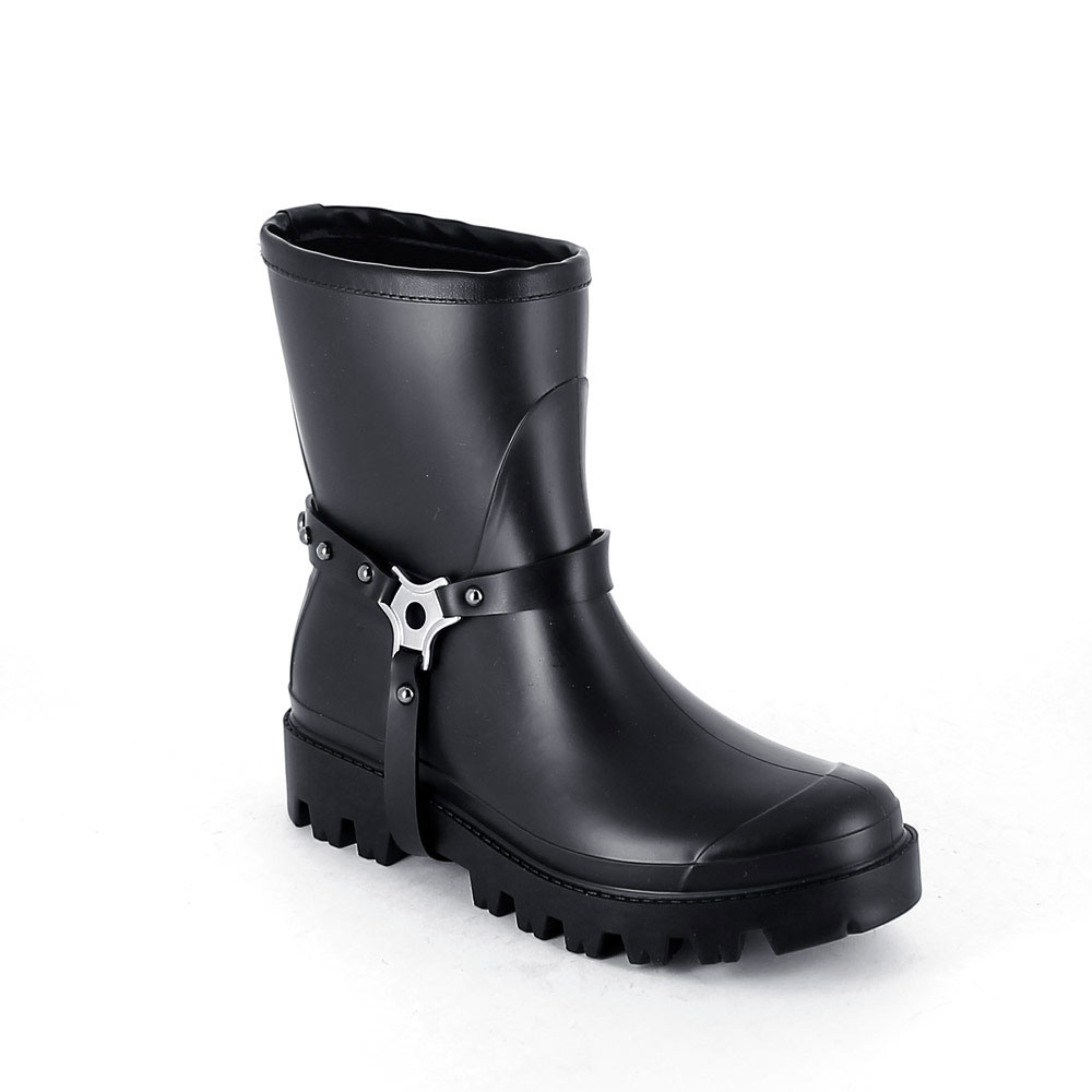 Wellington low boot in Black pvc with studded stirrup