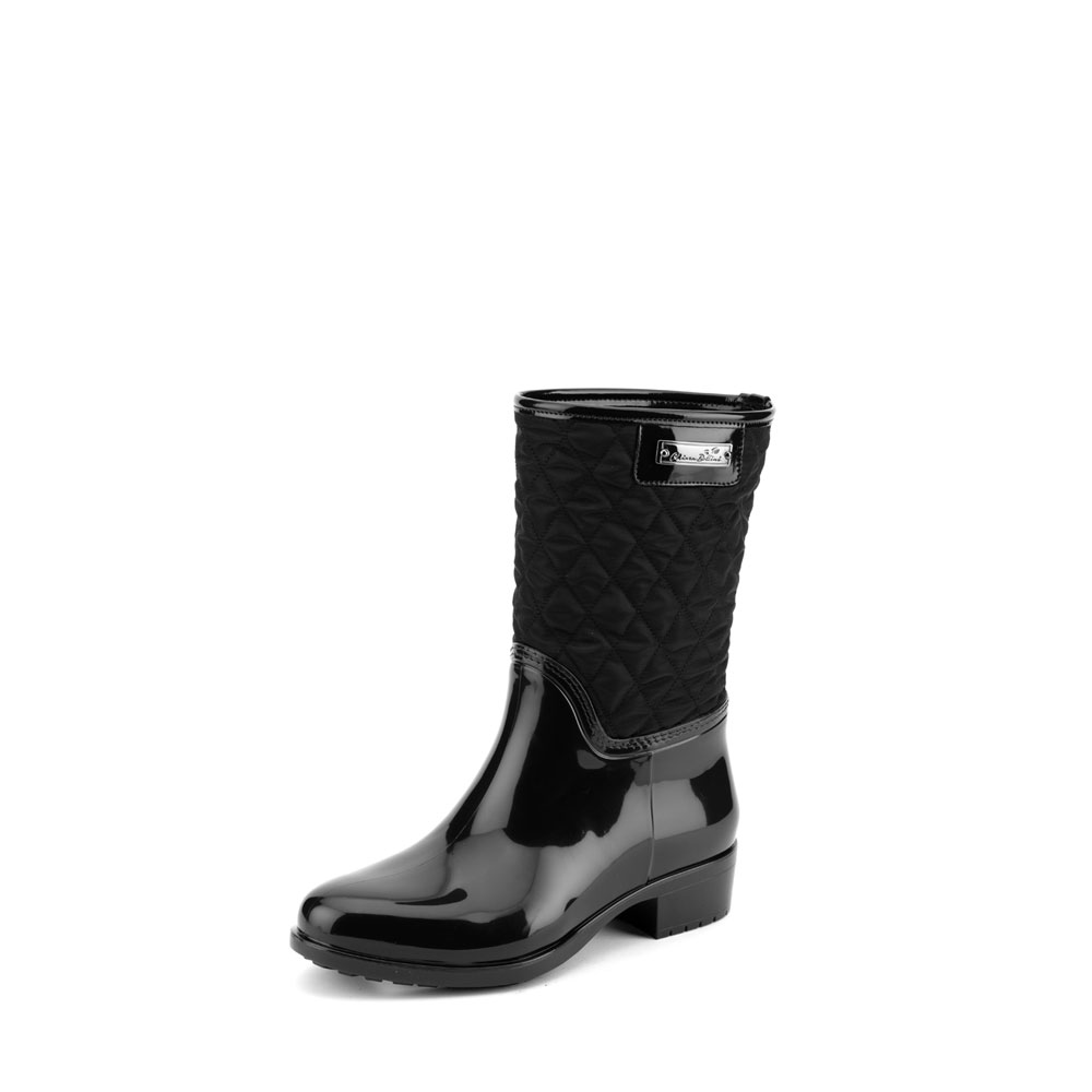 Pvc boot in black with low leg in bright quilted fabric