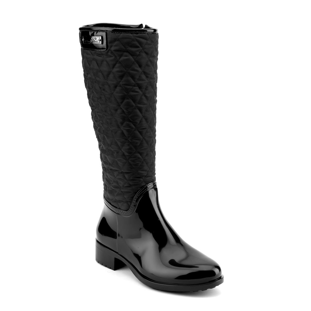 Pvc boot in black with high leg in bright quilted fabric