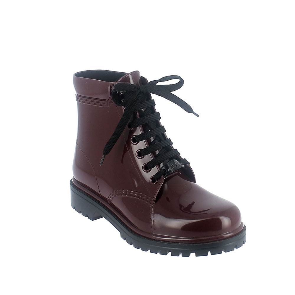 Short laced up boot in bordeaux solid colour pvc