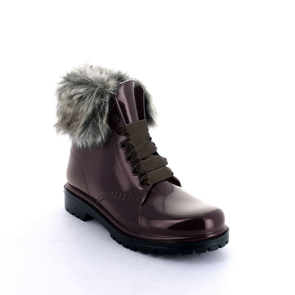 Short laced up boot in Bordeaux pvc with faux fur collar and felt inner lining