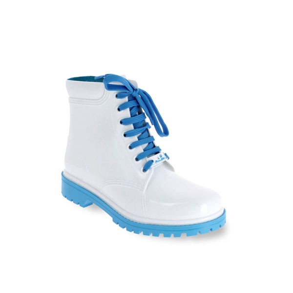 Short laced up boot in dual colour PVC